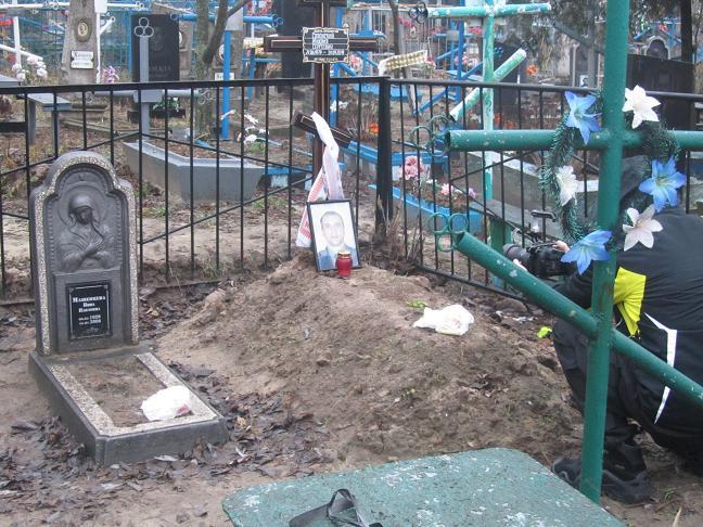 Тело  погибшего командира отряда ВГСЧ извлекли из могилы  и отправили в Киев в Национальное Бюро СМЭ