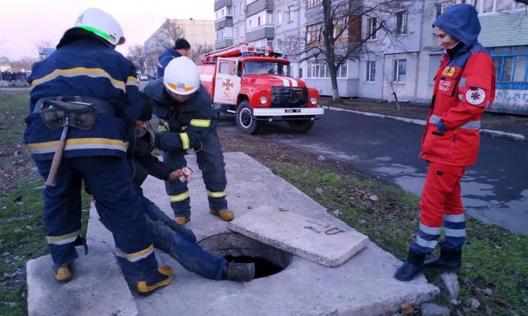 70-летний терновчанин провалился в канализационный колодец, - виновных нет