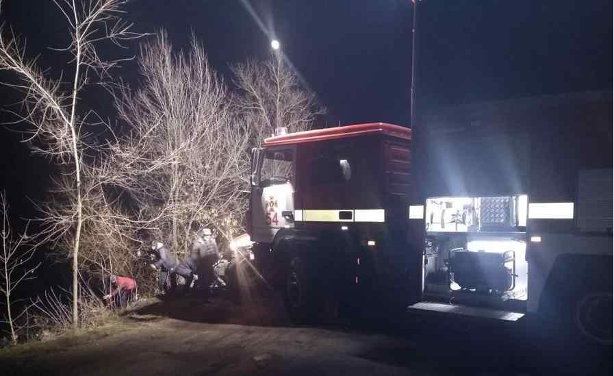 В селе Вишневое спасатели  вытянули из водоема автомобиль с  четырьмя трупами