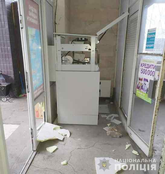 Банкомат, в пгт. Петропавловка,  доказал двум юным грабителям, что они дураки