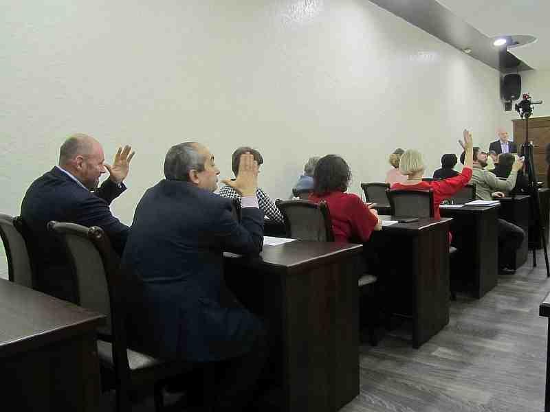 Депутатам Терновского городского совета суд указал на то, что отслеживать расходование бюджетных средств они не имеют права