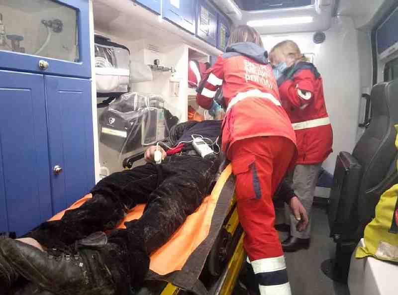 В Павлограде бездомный устроил пожар в заброшенном доме и оказался в теплых руках медицинских работников