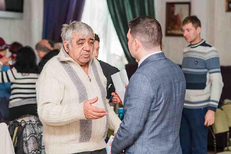 Местные выборы в Павлограде уже начались, - кандидаты в депутаты входят в роль народных избранников