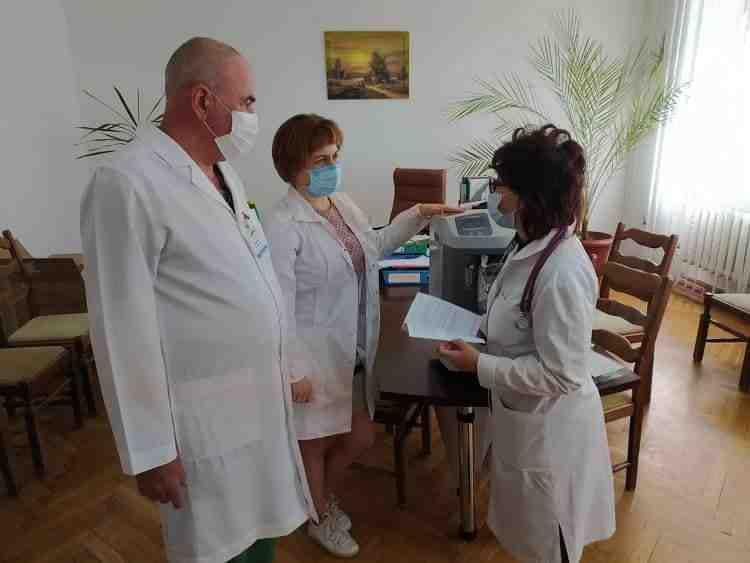 Коронавирус стоп: волонтеры передали «четверке» кислородный концентратор