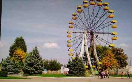 В Терновке, 3 млн. 604тыс.  725 грн. 48 коп.  так и не смогли оживить заржавевшее колесо обозрения