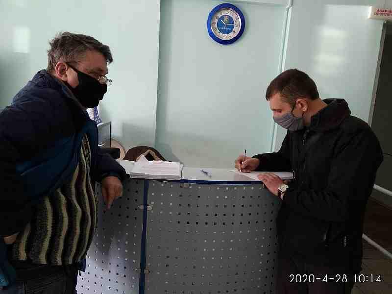 Даже при помощи полиции, журналистам не удалось прорваться на сессию Павлоградского горсовета