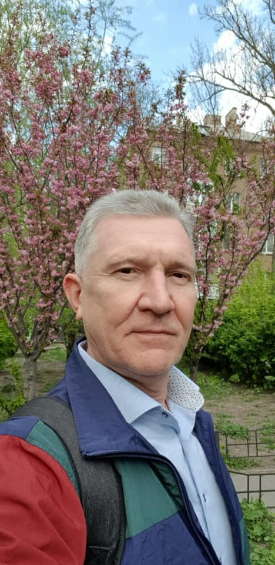 Экс-депутат Артур Мартовицкий предложил порадоваться цветущим сакурам Западного Донбасса
