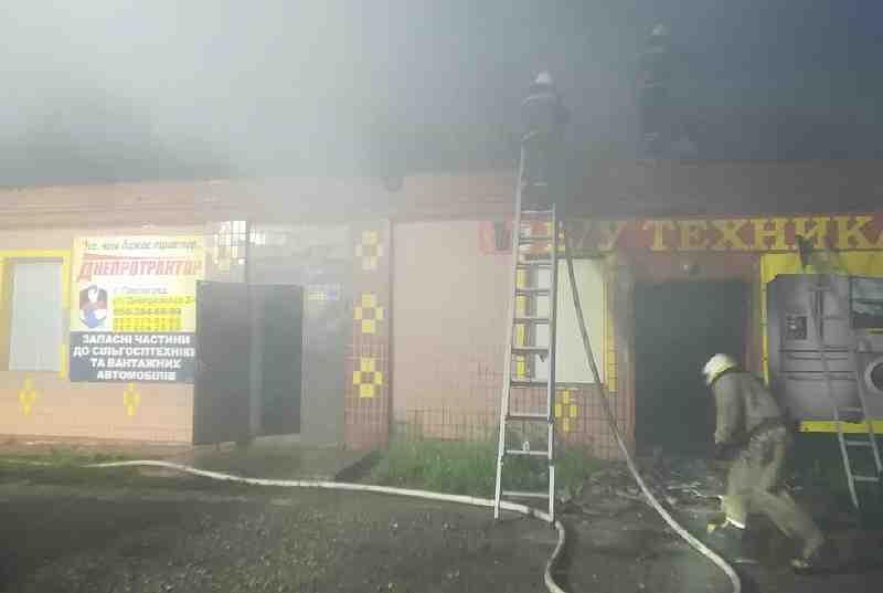 В Павлограде загорелся магазин использованной бытовой техники