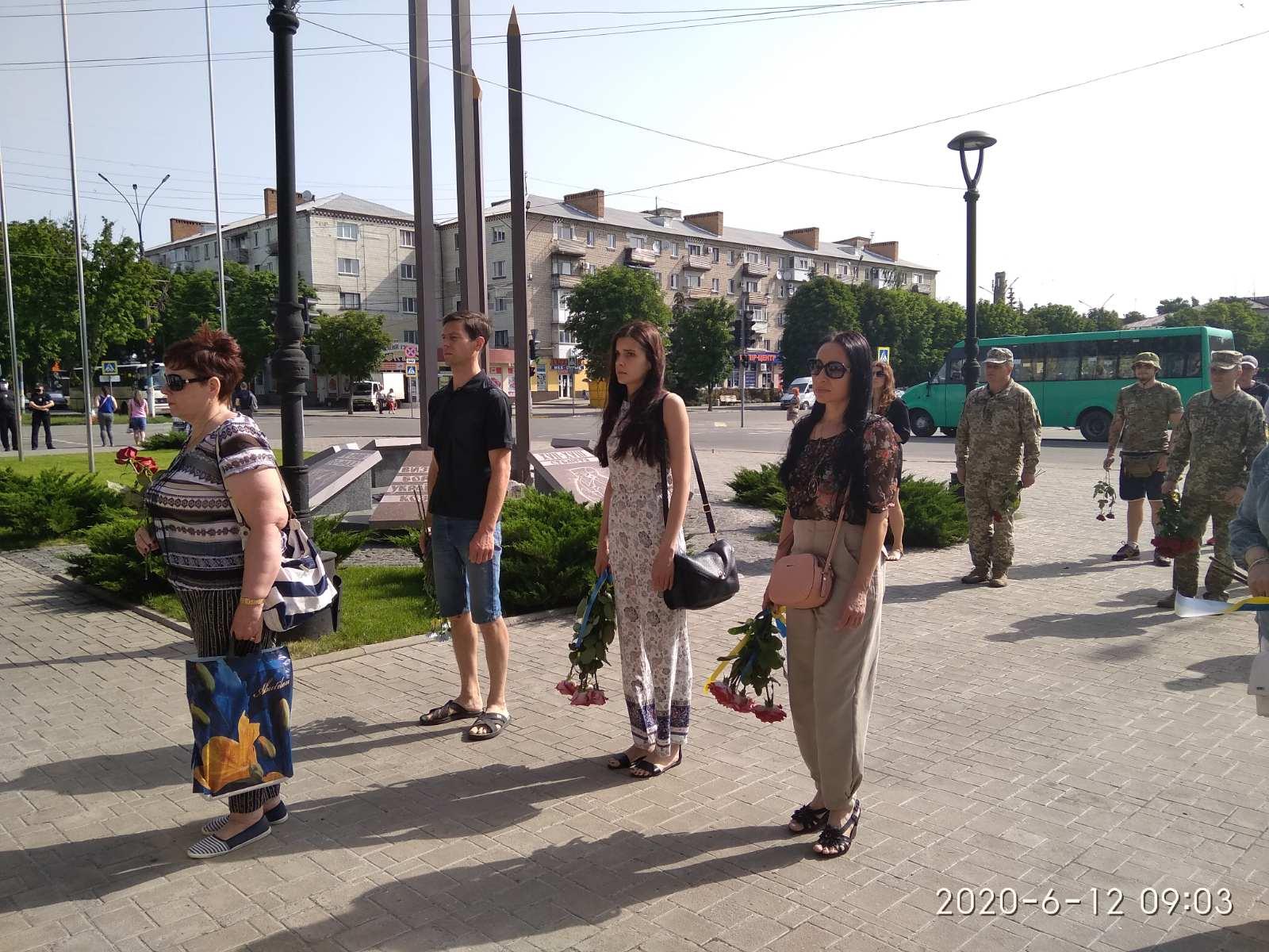 Павлоград склонил голову в знак памяти о погибших под Луганском десантниках