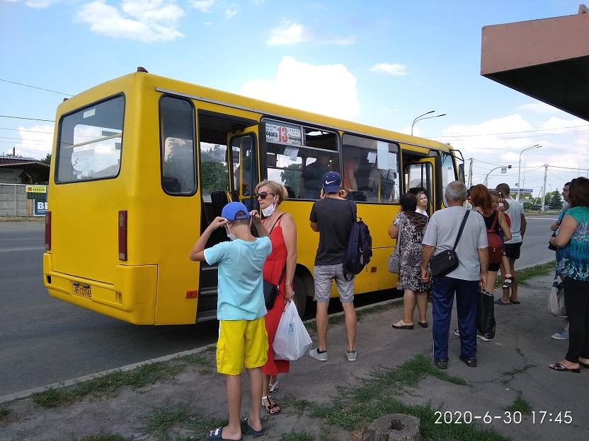 В Павлограде 30-градусная жара не щадит даже технику