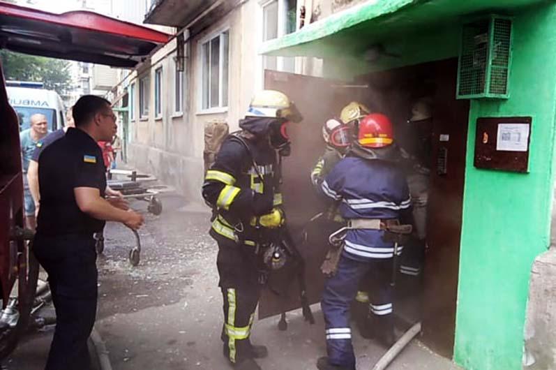 В Першотравенске во время пожара спасен 82-летний мужчина