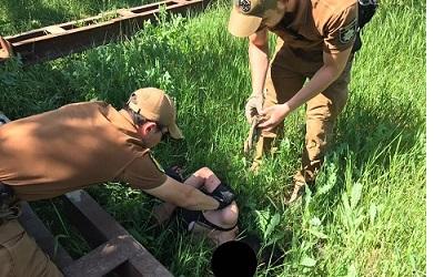 """Бойцы """"Муниципальной варты»  Павлограда  вытащили женщину из петли"""