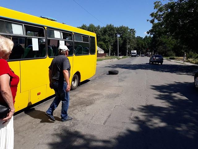 Спасайся, кто может: у рейсового автобуса, в Павлограде, во время движения  отвалилось колесо