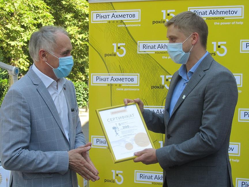Помощь ради жизни: ДТЭК совместно с Фондом Рината Ахметова передал 5 аппаратов ИВЛ Западному Донбассу