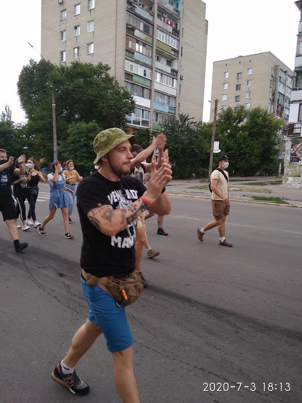 В поисках спонсора: фанаты футбольного клуба «Павлоград» прошлись маршем по городу