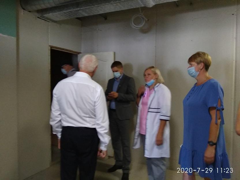 Неприятный вопрос, о сроках завершения реконструкции павлоградской больницы, смутил главу Днепр ОГА и столичных журналистов