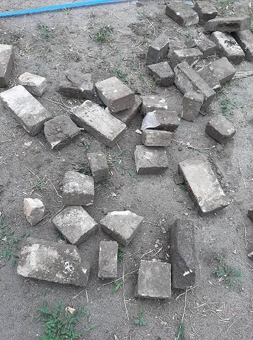 Павлоградцы плясали и играли в футбол на могилах дворян Лихачевых