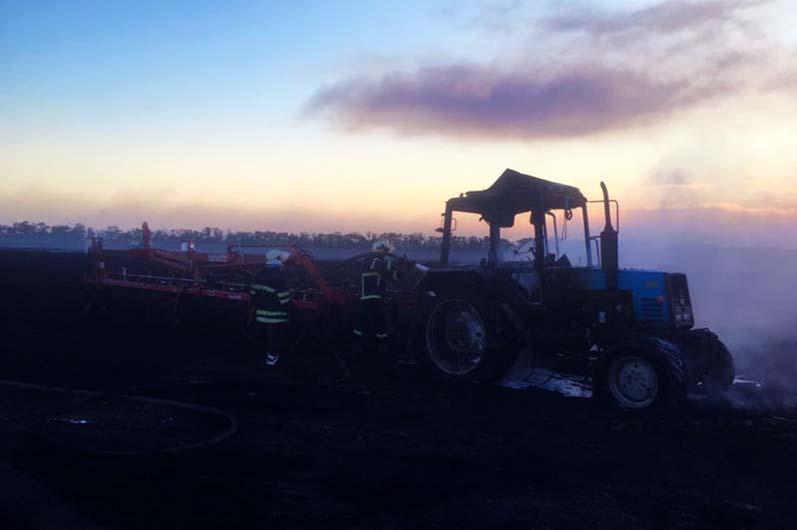 В Петропавловке посевы пшеницы сгорели вместе с трактором