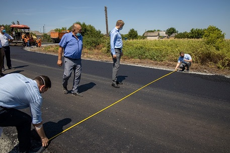 Дорогу Зеленое-Богдановка-Богуслав капитально ремонтируют по программе Президента Украины «Большая стройка»