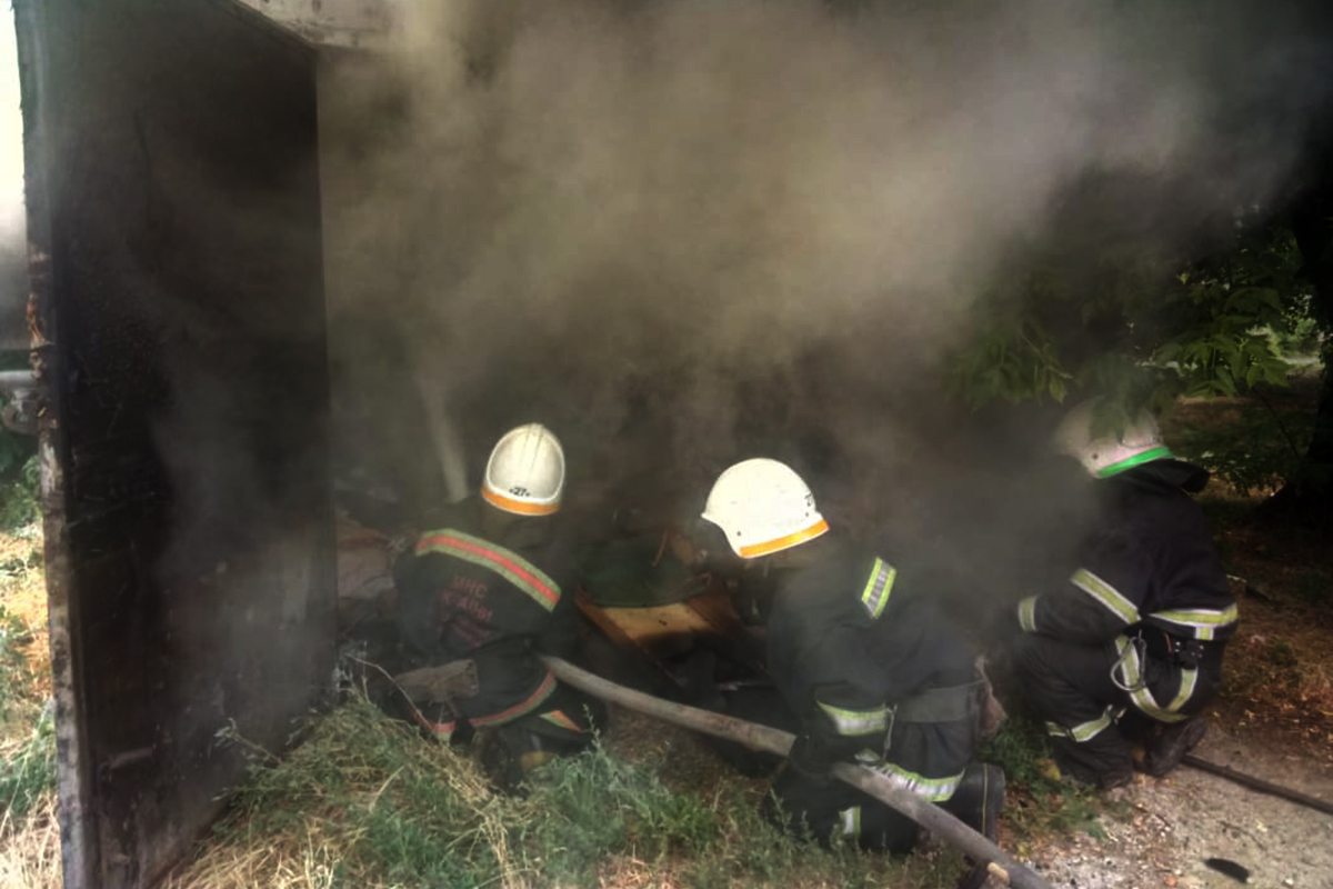 В Павлограде на пр. Шахтостроителей сгорел гараж