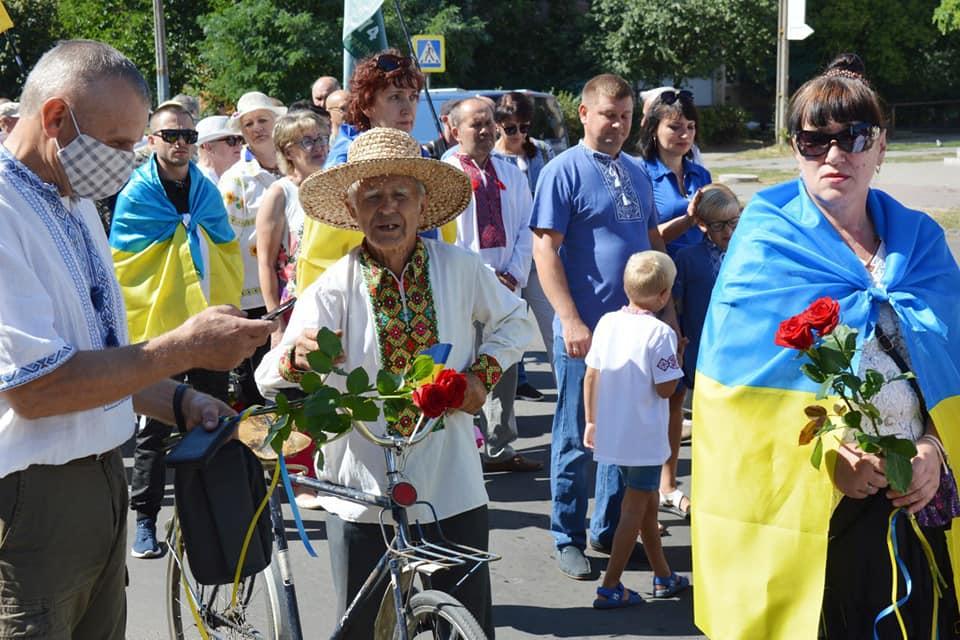 З Днем незалежності, Україно: в Павлограді поруч з патріотами ходою пройшли січові козаки