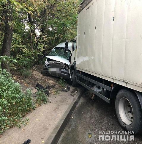 В Днепре грузовик протаранил междугородний автобус: пострадало 9 человек