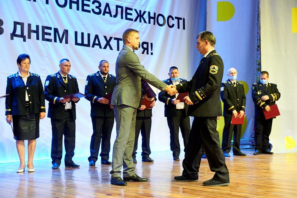 Награды нашли своих героев: за вклад в энергетическую независимость Украины наградили более 400 горняков Западного Донбасса