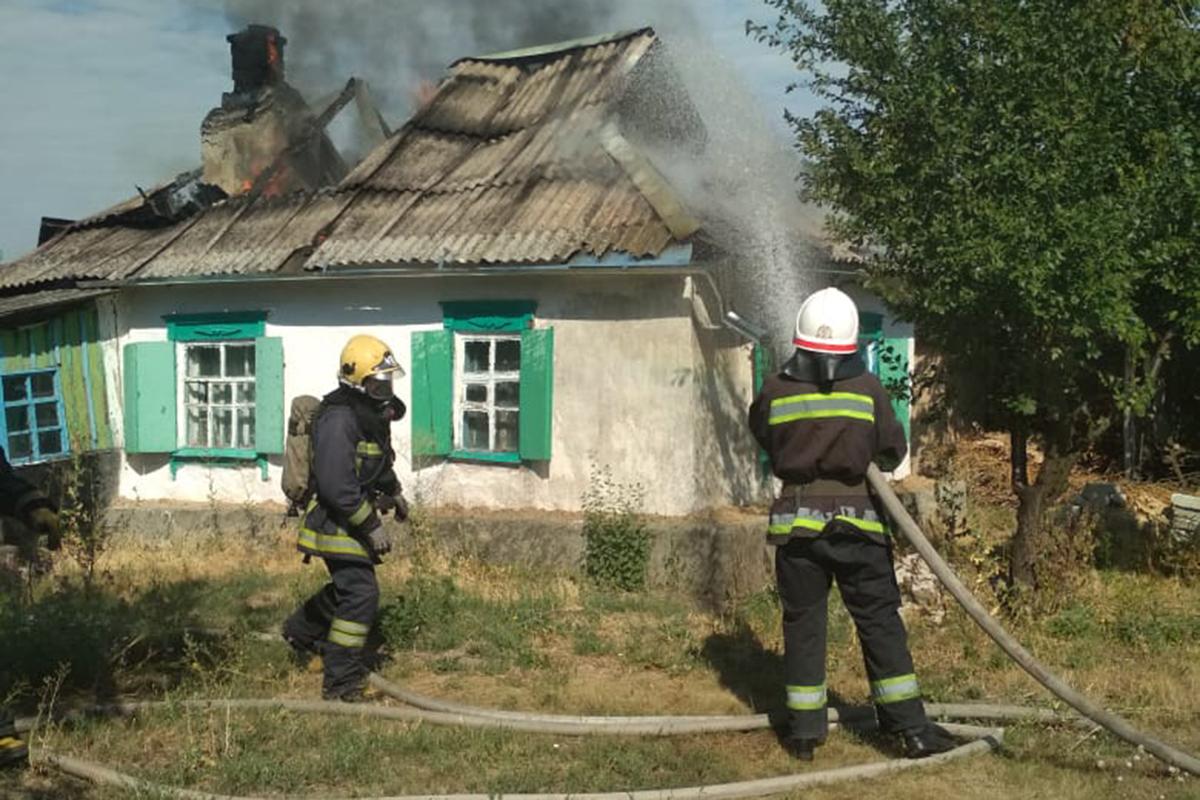 В Оженковке Павлоградского района полностью сгорела крыша жилого дома