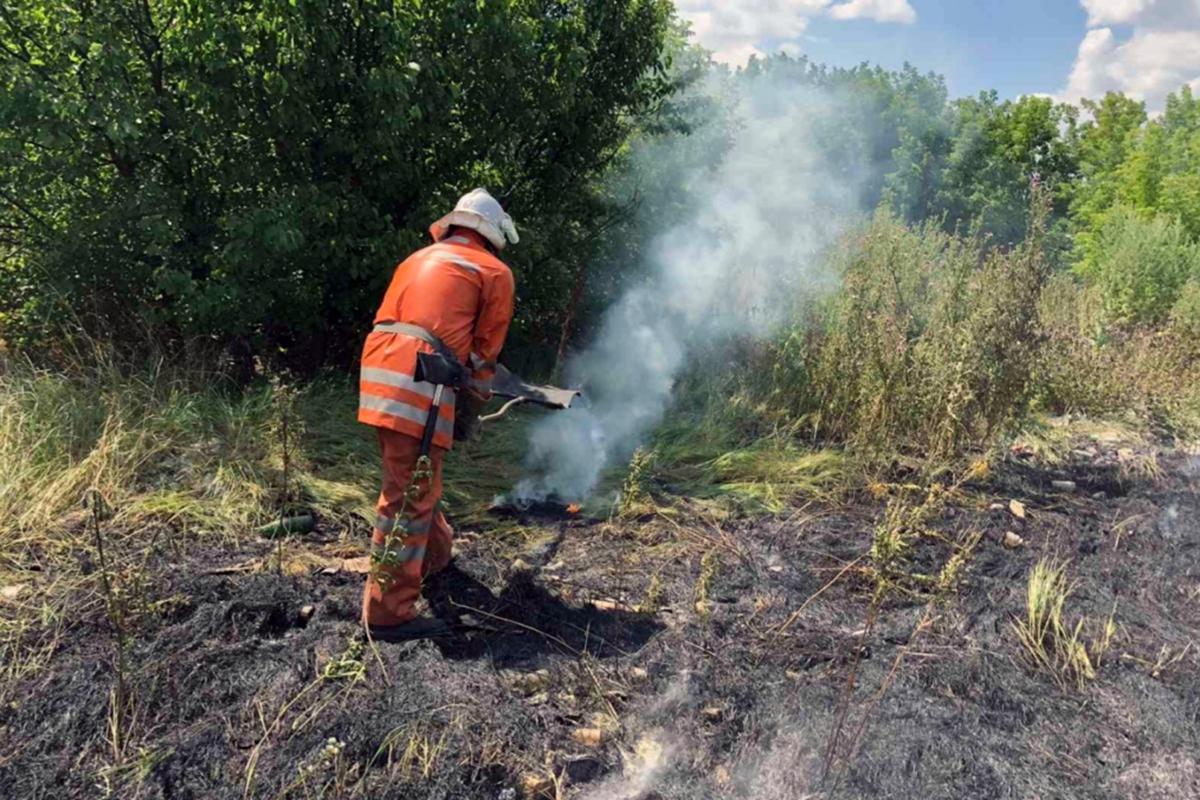 Спасатели три часа боролись с огнем  на поле в Юрьевском районе
