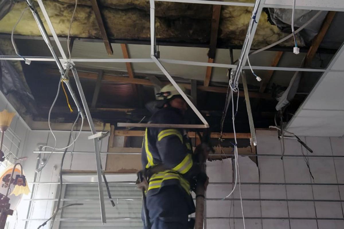 Во время пожара в магазине в Першотравенске зонтики не пострадали