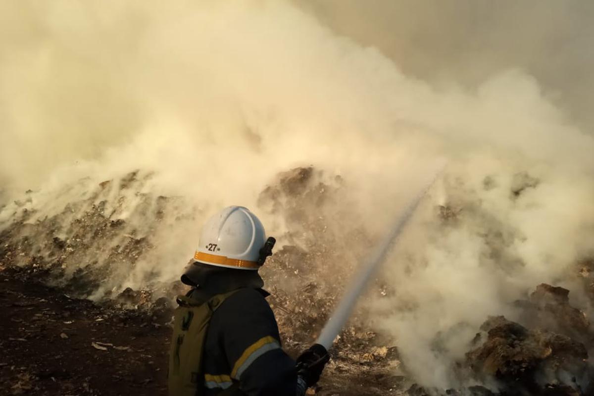 Ликвидация пожара на городской свалке Павлограда продолжается
