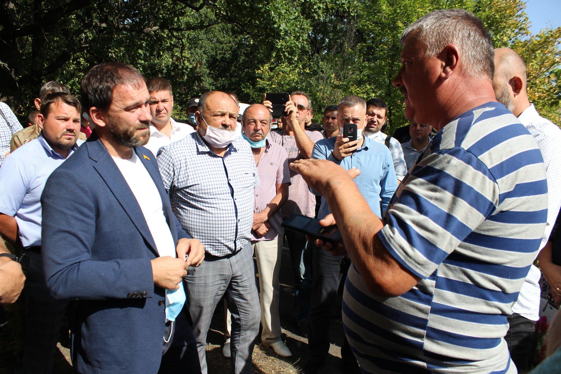 Народного депутата Романа Каптелова народ уже воспринимает как  патриарха