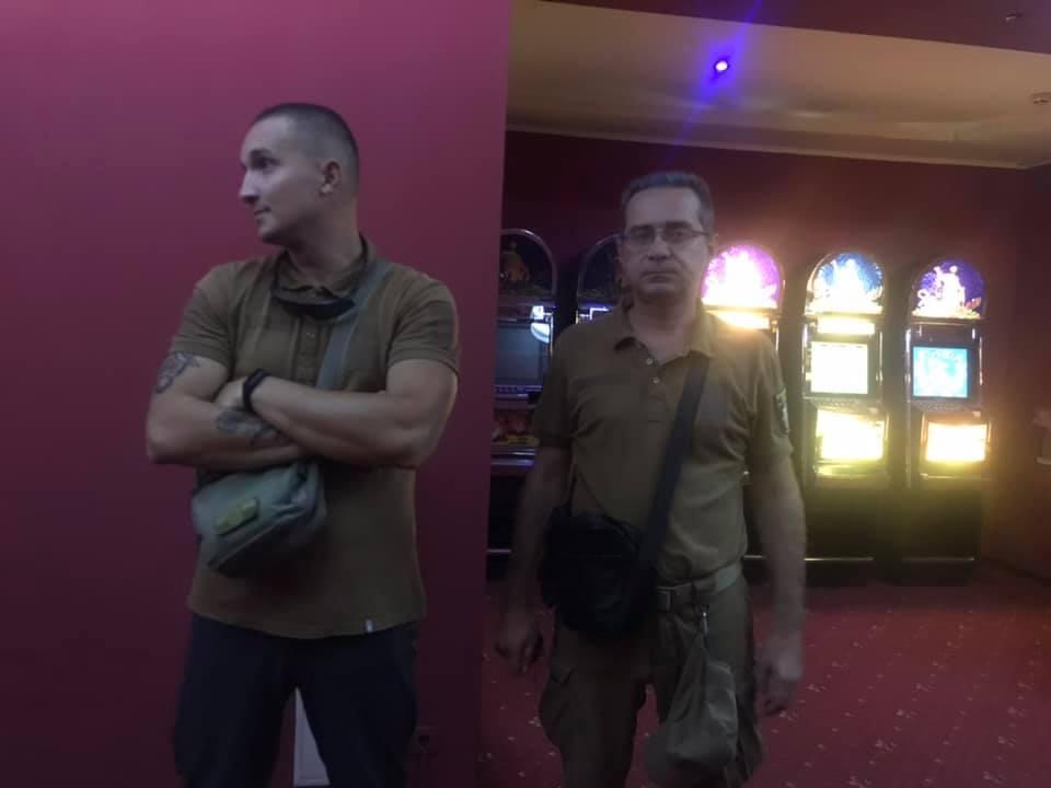 В Павлограде полицейские штурмом взяли азартное заведение, - разрушений нет, осажденные взяты в плен