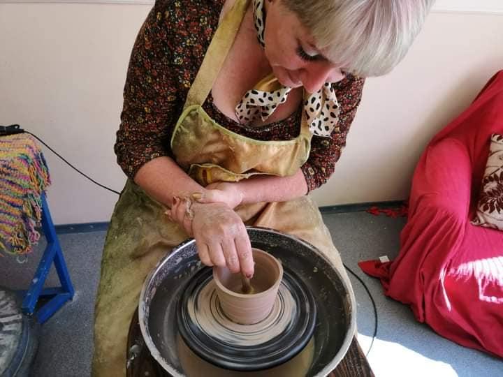 Валерия Поддуева:  Люди приходят в студию «Керамика» не по тому, что у них дома нет чашки