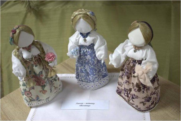 В Павлограде открылась выставка магических кукол-мотанок