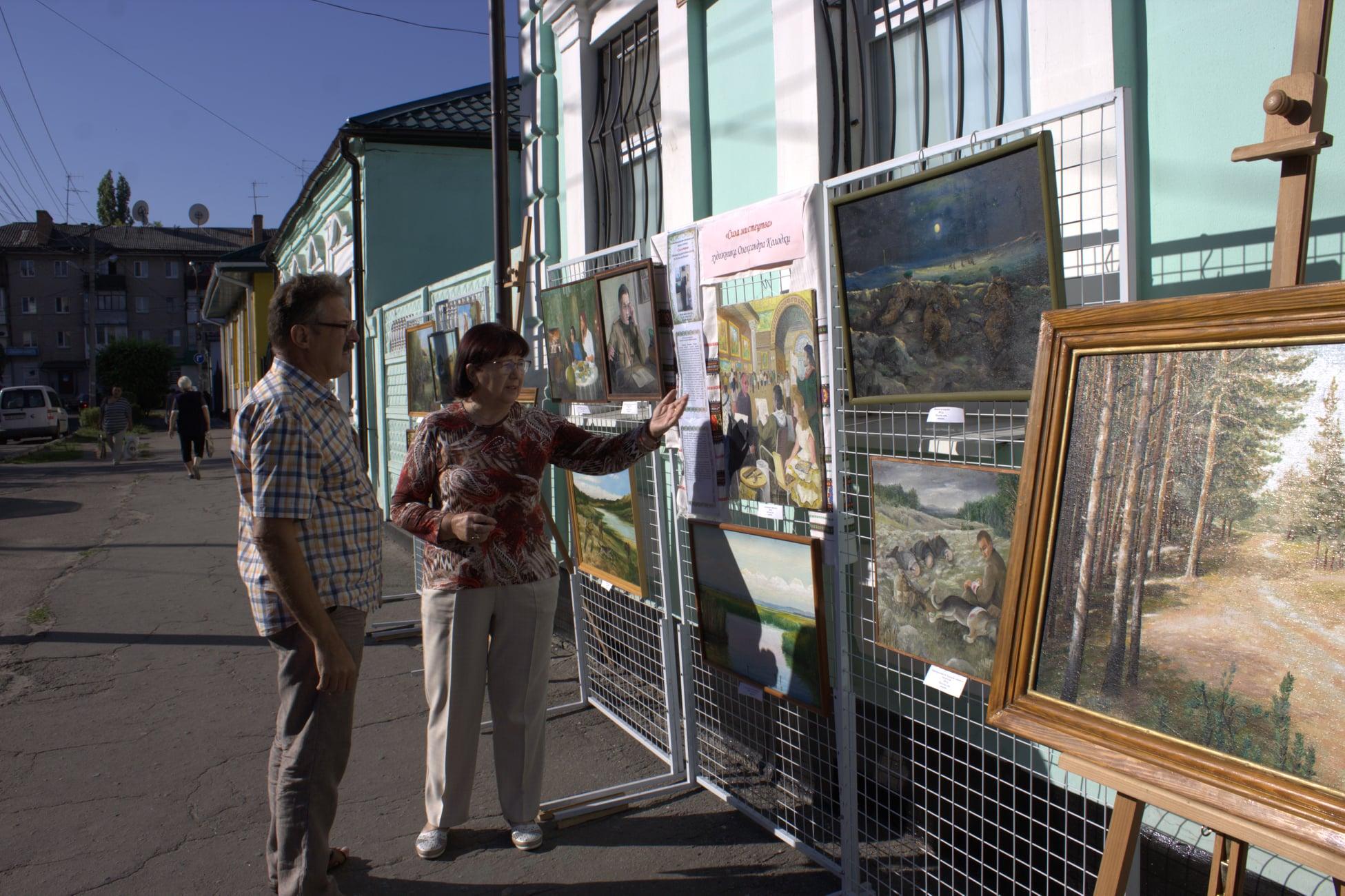 В Павлограде открылась выставка картин советского пограничника