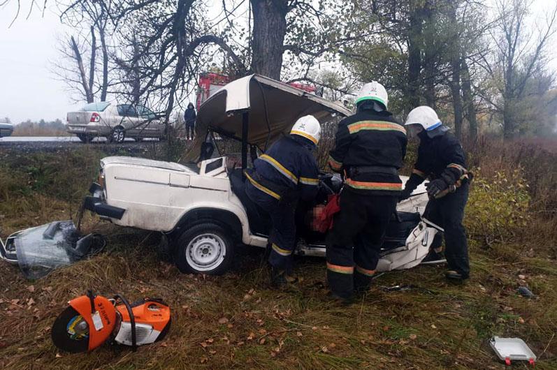 """Под Богуславом, врезавшись в дерево, погиб водитель """"Жигули"""""""