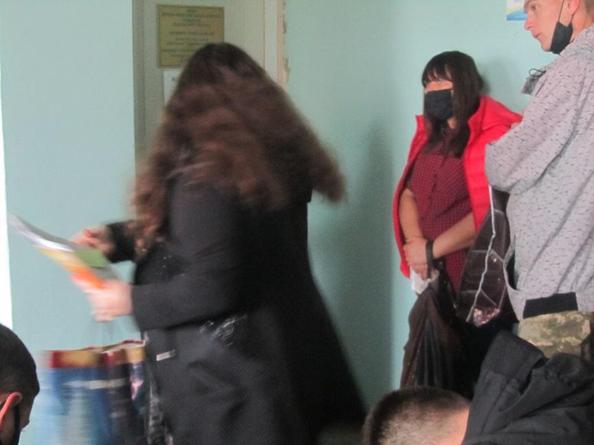 Члены комиссий  спят на мешках, с избирательными бюллетенями, в поликлинике Павлограда