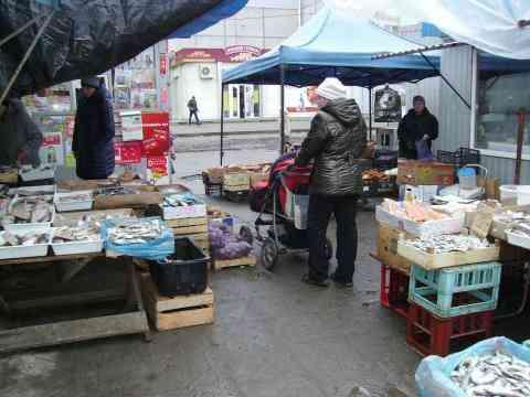 40 коммунальных работников Павлограда не могут справиться со стихийной торговлей
