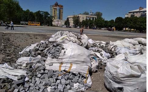 Злые духи большевиков не позволили отремонтировать Соборную площадь Павлограда