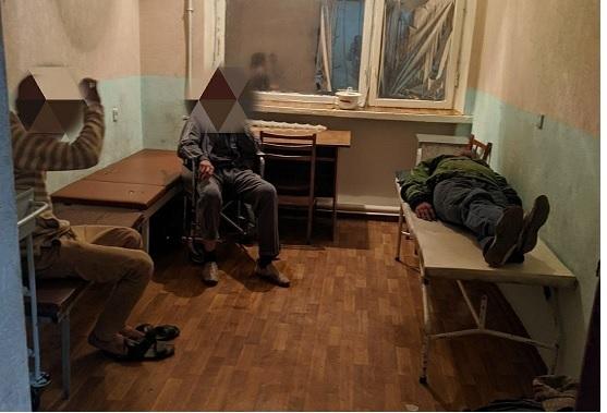 В Павлограде алкоголики бьют медсестер и запугивают их ножами
