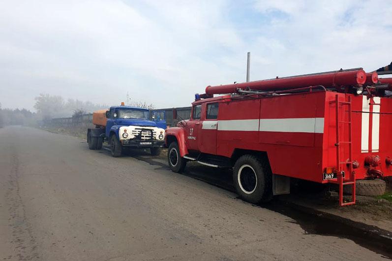 Под Павлоградом в очередной раз на свалке горели горы твердых бытовых отходов
