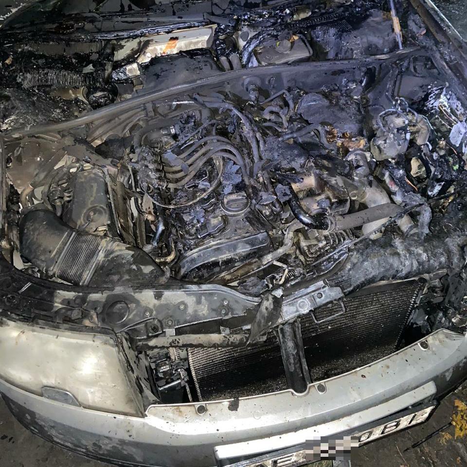 В Терновке тушили возгорание моторного отсека «Skoda Superb»