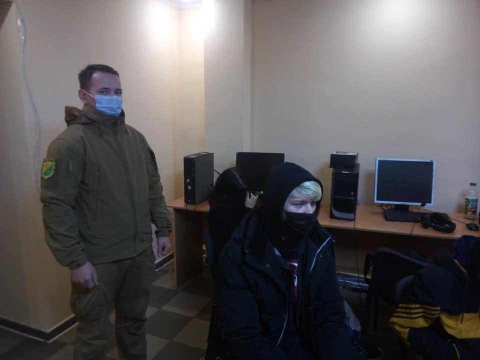 """17-летние мальчики и девочки из Павлограда, под видом общественной организации, организовали   """"Cell-centerа"""" и успешно  вымогали деньги у пенсионеров"""