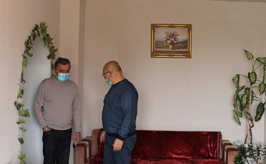 Вторая палата выносит благодарность главврачу Сергею Олейнику за тепло и уют