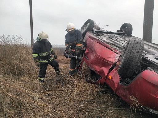 """Тело погибшего 47-летнего водителя """"Лады"""", под с. Богдановка,  доставали из автомобиля с помощью спецоборудования"""