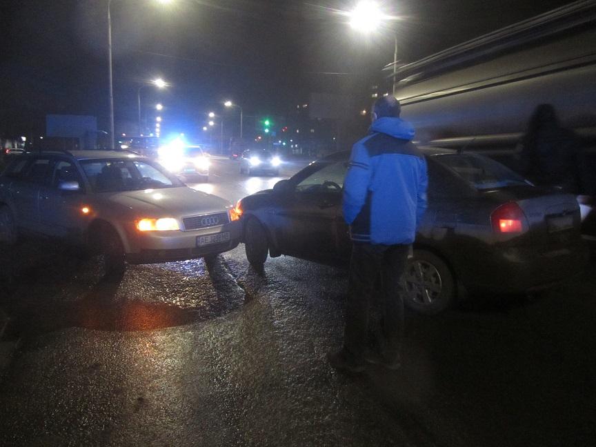 На ул. Днепровской в Павлограде столкнулись две иномарки