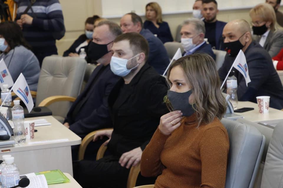 Депутаты Днепропетровского облсовета приняли присягу, но  для избрания главы сил у них не хватило