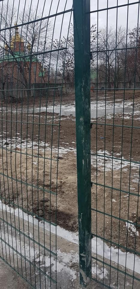 Подарком народного депутата Терновка не дорожит, - спортивный объект уже разваливается