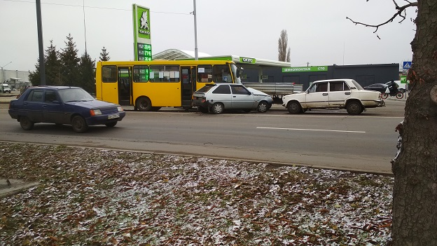 Легковушка, в Павлограде, протаранила рейсовый автобус , - значительных травм у пассажиров не  зафиксированно